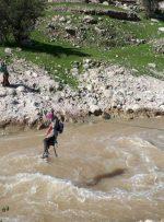 """دانش آموزانی که برای تحصیل باید با سیم بکسل از رودخانه عبور کنند/ دانش آموزان روستای محروم """"کنگُرو"""" در شهرستان مسجدسلیمان"""